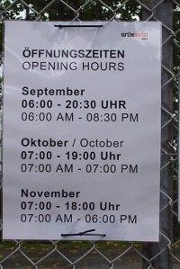 tempelhofer feld, öffnungszeiten tempelhofer park 9-11/2010,neukölln,tempelhof,berlin