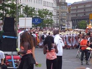 karneval der kulturen 2011, umzug, neukölln, kreuzberg, baobab-team