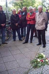 stolperstein-verlegung john sieg, gunter demnig, neukölln, peter lind eisenbahnergewerkschaft