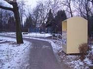 altkleidercontainer, radweg oderstraße neukölln
