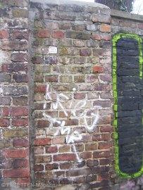 streetart neukölln, street-yoga, street-people