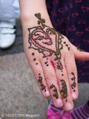 sommerfest sehitlik-moschee berlin-neukölln, henna-malerei