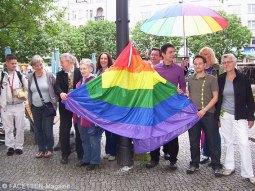 regenbogen-fahne rathaus neukölln, lsvd
