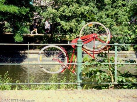 fahrrad-parkplatznot neukölln, maybachufer, landwehrkanal