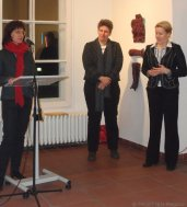 v. l.: Dorothee Bienert (Kuratorin der Ausstellung), Bettina Busse (kommissarische Leiterin der Neuköllner Kulturamts), Dr. Franziska Giffey (Kulturstadträtin von Neukölln)