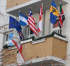 flaggen-parade_reuterkiez-balkon_neukölln