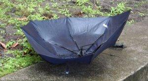 kaputter regenschirm