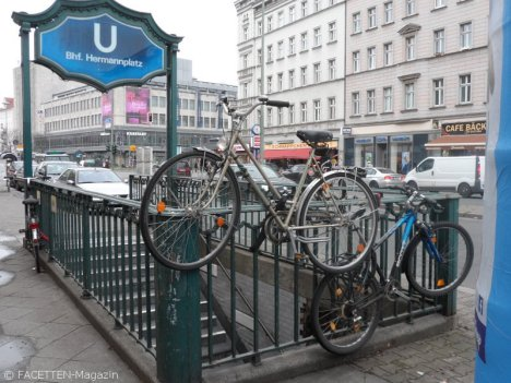 fahrradparkplatz-not_hermannplatz neukölln
