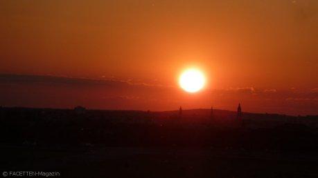 sonnenuntergang tempelhofer feld_turm genezareth-kirche neukölln