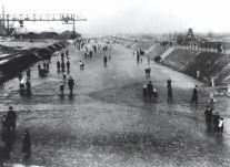 Neuköllner Schiffahrtskanal_Schlittschuläufer und Spaziergänger 1910