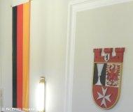 deutschland-fahne_bezirkswappen_rathaus neukölln
