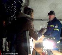 thw-petroleumlampen-ausgabe_alt-rixdorfer weihnachtsmarkt neukölln