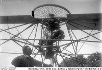 Bundesarchiv_Bild_102-12440,_Rotationsflugzeug_beim_Senkrechtstart