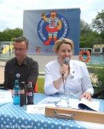 matthias oloew_franziska giffey_neuköllner schwimmbär-pk_kombibad gropiusstadt