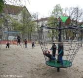 schaukeln_boddin-spielplatz neukoelln