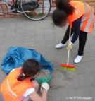 schuelerinnen zuerich-gs_proneubritz-fruehjahrsputz_carl-weder-park neukoelln