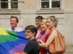 kahlefeld_boecker-giannini_steinert_wewer_regenbogenflagge rathaus neukoelln