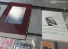 literatur-vitrine_hampel-ausstellung_stadtbibliothek neukoelln